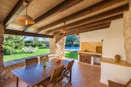 Терраса. Испания, Польенса : Вилла в традиционном испанском стиле для отдыха на Майорке, 4 спальни, 3 ванные комнаты, частный бассейн,  WiFi интернет