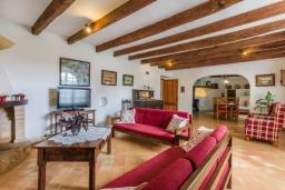 Гостиная / Столовая. Испания, Польенса : Вилла в традиционном испанском стиле для отдыха на Майорке, 4 спальни, 3 ванные комнаты, частный бассейн,  WiFi интернет
