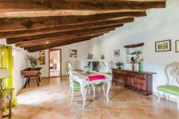 Обеденная зона. Испания, Польенса : Вилла в традиционном испанском стиле для отдыха на Майорке, 4 спальни, 3 ванные комнаты, частный бассейн,  WiFi интернет