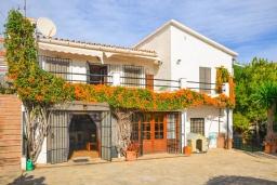 Вход. Испания, Нерха : Красивая вилла окружённая густой растительностью с 3 спальнями, 3 ванными комнатами, частным бассейном и видом на горы.
