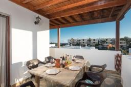 Балкон. Испания, Лансароте : Современная вилла с 4 спальнями, 4 ванными комнатами, а также собственным бассейном с подогревом