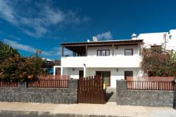 Вход. Испания, Лансароте : Современная вилла с 4 спальнями, 4 ванными комнатами, а также собственным бассейном с подогревом
