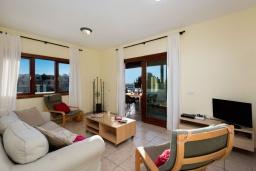 Гостиная / Столовая. Испания, Лансароте : Современная вилла с 4 спальнями, 4 ванными комнатами, а также собственным бассейном с подогревом