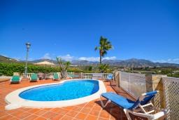 Бассейн. Испания, Нерха : Красивая вилла с видом на море и побережье Нерхи, с 3 спальнями, 2 ванными комнатами, частным бассейном