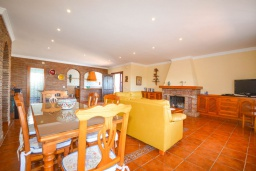 Гостиная / Столовая. Испания, Нерха : Красивая вилла с видом на море и побережье Нерхи, с 3 спальнями, 2 ванными комнатами, частным бассейном