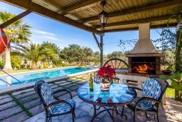 Патио. Испания, Алькудия : Уютная небольшая вилла для отдыха на испанском острове Майорка, с 2 спальнями, 1 ванной комнатой и собственным бассейном.