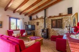 Гостиная / Столовая. Испания, Алькудия : Уютная небольшая вилла для отдыха на испанском острове Майорка, с 2 спальнями, 1 ванной комнатой и собственным бассейном.
