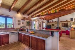 Кухня. Испания, Алькудия : Уютная небольшая вилла для отдыха на испанском острове Майорка, с 2 спальнями, 1 ванной комнатой и собственным бассейном.