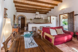 Гостиная / Столовая. Испания, Польенса : Традиционная испанская вилла окружённая зеленой растительностью, с 3 спальнями, 2 ванными комнатами и собственным бассейном