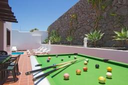 Развлечения и отдых на вилле. Испания, Лансароте : Современная двухэтажная вилла для отдыха на острове Лансароте, с 3 спальнями, 2 ванными комнатами и частным бассейном с подогревом