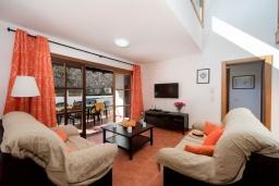 Гостиная / Столовая. Испания, Лансароте : Современная двухэтажная вилла для отдыха на острове Лансароте, с 3 спальнями, 2 ванными комнатами и частным бассейном с подогревом