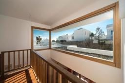 Вид. Испания, Лансароте : Современная двухэтажная вилла для отдыха на острове Лансароте, с 3 спальнями, 2 ванными комнатами и частным бассейном с подогревом