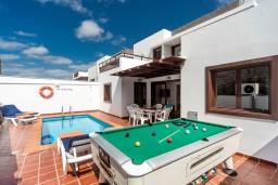Развлечения и отдых на вилле. Испания, Лансароте : Вилла для отдыха на острове Лансароте (Канарские острова) с очень красивым видом, 3 спальнями, 2 ванными комнатами и частным бассейном с подогревом.