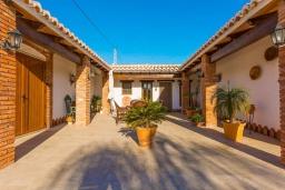 Патио. Испания, Нерха : Просторная вилла для отдыха в замечательном месте, к услугам гостей  3 спальни, 2 ванные комнаты и частный бассейн
