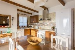 Кухня. Испания, Нерха : Просторная вилла для отдыха в замечательном месте, к услугам гостей  3 спальни, 2 ванные комнаты и частный бассейн