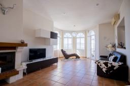 Студия (гостиная+кухня). Испания, Коин : Прекрасная вилла для 7 человек, с 3-я спальнями и большим бассейном