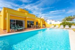 Бассейн. Испания, Фуэртевентура : Солнечная вилла для отпуска на Фуэртевентура (Канарские острова), с 5 спальнями, 3 ванными комнатами и частным бассейном с подогревом.