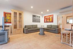 Гостиная / Столовая. Испания, Фуэртевентура : Солнечная вилла для отпуска на Фуэртевентура (Канарские острова), с 5 спальнями, 3 ванными комнатами и частным бассейном с подогревом.