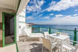 Балкон. Испания, Лансароте : Апартаменты для отдыха на испанском острове Лансароте, с шикарным видом на море, первая линия, 1 спальня, 1 ванная комната