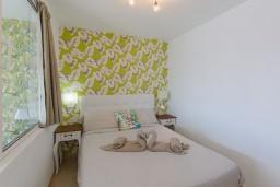 Спальня. Испания, Лансароте : Апартаменты для отдыха на испанском острове Лансароте, с шикарным видом на море, первая линия, 1 спальня, 1 ванная комната