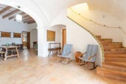 Лестница наверх. Испания, Са Рапита : Вилла в деревенском стиле на испанском острове Майорка, с 6 спальнями, 3 ванными комнатами и большим частным бассейном