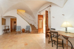 Обеденная зона. Испания, Са Рапита : Вилла в деревенском стиле на испанском острове Майорка, с 6 спальнями, 3 ванными комнатами и большим частным бассейном