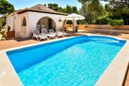 Бассейн. Испания, С Амарадор : Очаровательный одноэтажный дом, полный естественного света, для отдыха на испанском острове Майорка, с 3 спальнями, 2 ванными комнатами и частным бассейном