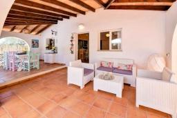Терраса. Испания, С Амарадор : Очаровательный одноэтажный дом, полный естественного света, для отдыха на испанском острове Майорка, с 3 спальнями, 2 ванными комнатами и частным бассейном