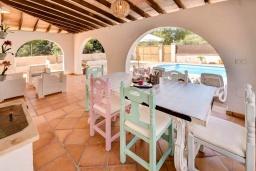 Обеденная зона. Испания, С Амарадор : Очаровательный одноэтажный дом, полный естественного света, для отдыха на испанском острове Майорка, с 3 спальнями, 2 ванными комнатами и частным бассейном