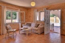 Студия (гостиная+кухня). Испания, С Амарадор : Очаровательный одноэтажный дом, полный естественного света, для отдыха на испанском острове Майорка, с 3 спальнями, 2 ванными комнатами и частным бассейном