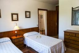 Спальня. Испания, Кала-д'Ор : Просторная уютная вилла  для отдыха на испанском острове Майорка, и может вместить до 6 человек с 3 спальнями, 2 ванными комнатами и собственным бассейном