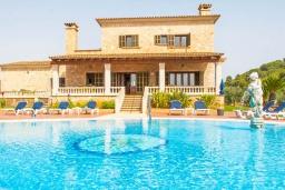 Вид на виллу/дом снаружи. Испания, С Орта : Потрясающая вилла с частным бассейном, детскими играми, теннисным кортом, с 5 спальнями, 4 ванными комнатами и собственным бассейном.