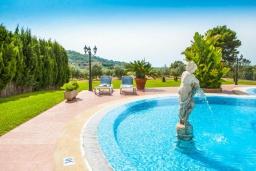 Бассейн. Испания, С Орта : Потрясающая вилла с частным бассейном, детскими играми, теннисным кортом, с 5 спальнями, 4 ванными комнатами и собственным бассейном.