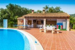 Зона барбекю / Мангал. Испания, С Орта : Потрясающая вилла с частным бассейном, детскими играми, теннисным кортом, с 5 спальнями, 4 ванными комнатами и собственным бассейном.