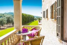 Терраса. Испания, С Орта : Потрясающая вилла с частным бассейном, детскими играми, теннисным кортом, с 5 спальнями, 4 ванными комнатами и собственным бассейном.