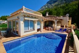 Вид на виллу/дом снаружи. Испания, Аликанте : Уютная вилла бассейном, садом и шикарным видом на море и горы! Гостиная с кондиционером, спальня, ванная комната, парковка, wi-fi.