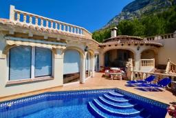Бассейн. Испания, Аликанте : Уютная вилла бассейном, садом и шикарным видом на море и горы! Гостиная с кондиционером, спальня, ванная комната, парковка, wi-fi.