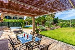 Беседка. Испания, Польенса : Просторная вилла окружённая красивым садом с видом на горы, 4 спальнями, 3 ванными комнатами и собственным бассейном