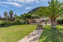 Вход. Испания, Польенса : Просторная вилла окружённая красивым садом с видом на горы, 4 спальнями, 3 ванными комнатами и собственным бассейном