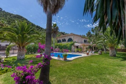 Бассейн. Испания, Польенса : Просторная вилла окружённая красивым садом с видом на горы, 4 спальнями, 3 ванными комнатами и собственным бассейном