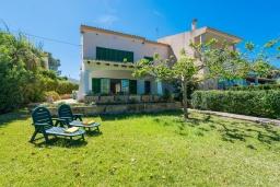 Территория. Испания, Кала-Блава : Уютное семейное шале с садом на берегу моря