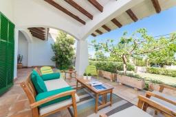 Терраса. Испания, Кала-Блава : Уютное семейное шале с садом на берегу моря