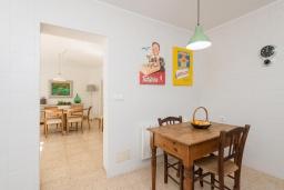 Кухня. Испания, Кала-Блава : Уютное семейное шале с садом на берегу моря