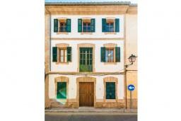 Вид на виллу/дом снаружи. Испания, Порт де Алькудия : Прекрасная уютная вилла для отдыха на на испанском острове Майорка, с 3 спальнями, 2 ванными комнатами и собственным бассейном