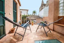 Балкон. Испания, Порт де Алькудия : Прекрасная уютная вилла для отдыха на на испанском острове Майорка, с 3 спальнями, 2 ванными комнатами и собственным бассейном