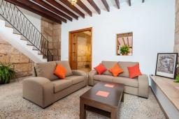 Гостиная / Столовая. Испания, Порт де Алькудия : Прекрасная уютная вилла для отдыха на на испанском острове Майорка, с 3 спальнями, 2 ванными комнатами и собственным бассейном