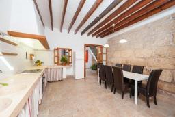 Обеденная зона. Испания, Порт де Алькудия : Прекрасная уютная вилла для отдыха на на испанском острове Майорка, с 3 спальнями, 2 ванными комнатами и собственным бассейном
