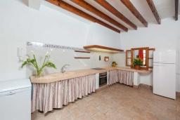 Кухня. Испания, Порт де Алькудия : Прекрасная уютная вилла для отдыха на на испанском острове Майорка, с 3 спальнями, 2 ванными комнатами и собственным бассейном