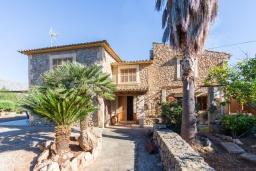 Вход. Испания, Польенса : Уютная вилла обставленная в традиционном стиле, с 2 спальнями, 1 ванной комнатой и собственным бассейном, барбекю, шезлонгами.