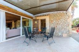 Терраса. Испания, Польенса : Уютная вилла обставленная в традиционном стиле, с 2 спальнями, 1 ванной комнатой и собственным бассейном, барбекю, шезлонгами.